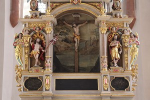 Detailbild des Altars im Chorraum