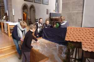 Auf- und Abbau unserer Krippe in der St. Johanniskirche