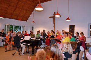 """der Chor """"AnPlugged"""" unter der Leitung von Carl Friedrich Meyer"""